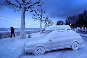 машина подо льдом